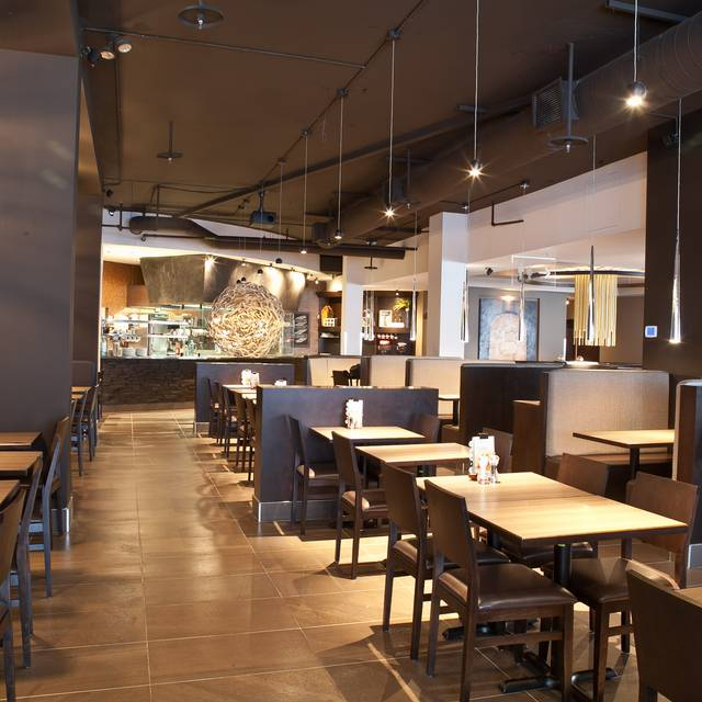 Rotisserie St-Hubert - Amherst, Montréal, QC