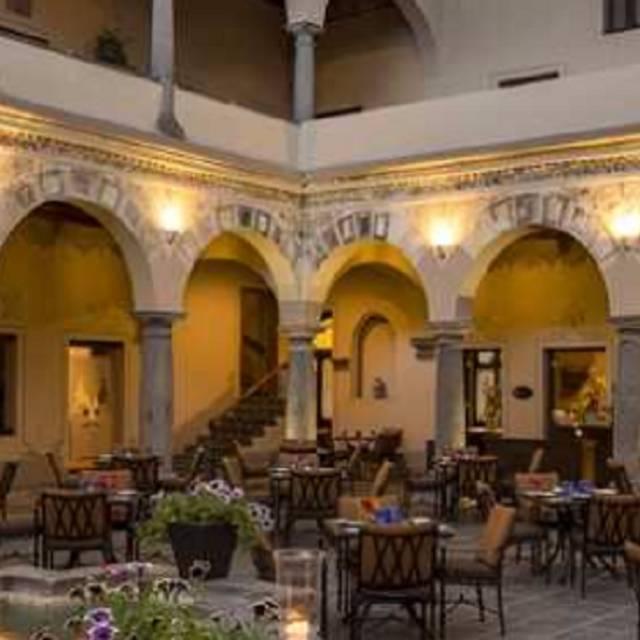 El refectorio quinta real puebla restaurant puebla for El mural restaurante puebla