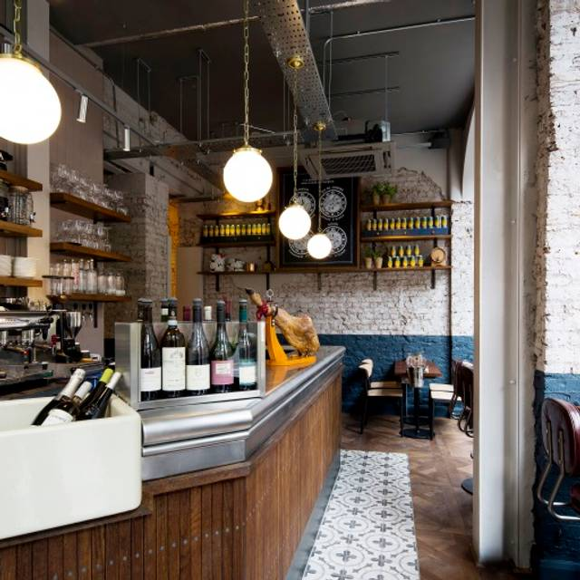 Comptoir Caf 233 And Wine Restaurant London Opentable