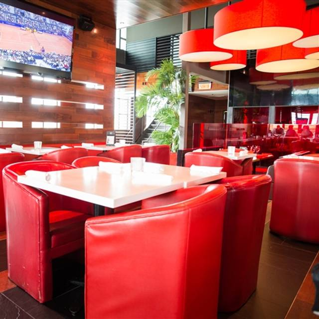 Houston Avenue Bar & Grill - Centropolis, Laval, QC
