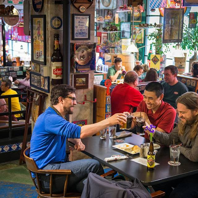 Pike Guests - The Pike Pub, Seattle, WA