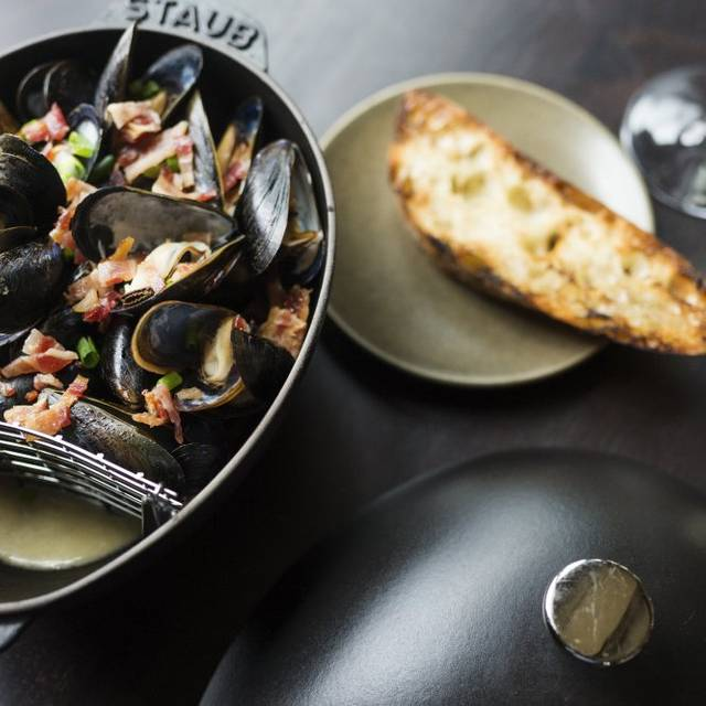 Cider Steamed Mussels - Copper Grouse - Taconic Hotel, Manchester, VT