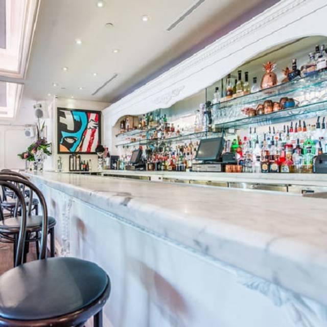 Bagatelle miami restaurante miami beach fl opentable bar bagatelle miami miami beach fl malvernweather Choice Image