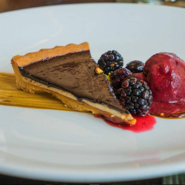 Pie And Berries Dessert - Vinifera Wine Bar & Bistro, Reston, VA