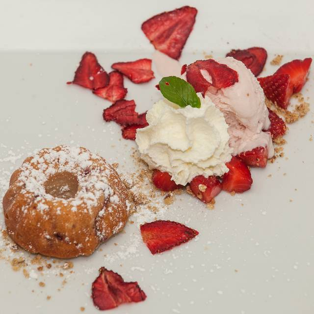 Strawberry Pudding Cake, Mascarpone Sorbet, Mint, Strawberry Chips, Whipped Cream, Straberries Low Res - Newman's Restaurant, Saluda, NC