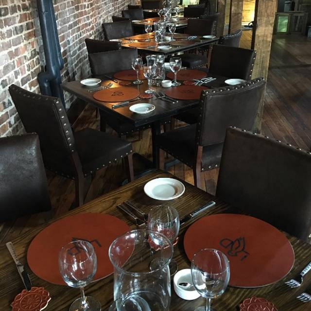 Lonesome dove knoxville restaurant knoxville tn for Dining room tables knoxville tn