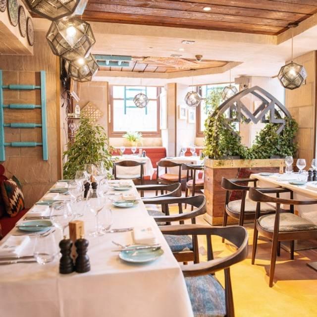Maison du mezze restaurant london opentable for Maison london