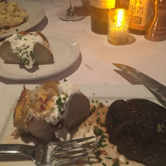 Theo's Steak, Sides & Spirits, Saint Michaels, MD