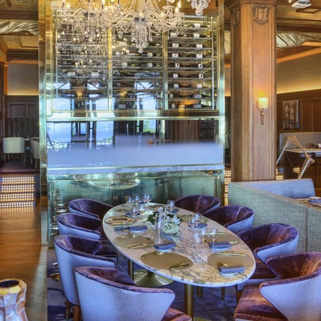 Le Champlain Restaurant - Fairmont Château Frontenac, Québec, QC