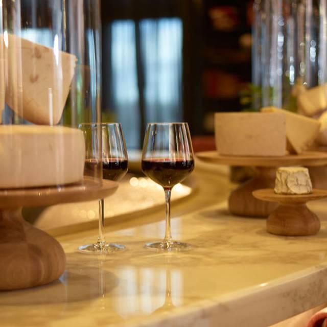 1608 - Bar Vin et Fromage - Fairmont Le Château Frontenac, Québec, QC
