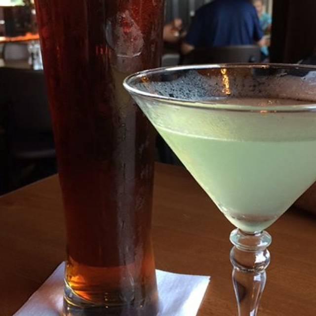 Bâton Rouge Steakhouse & Bar - Oakville, Oakville, ON