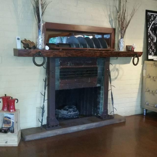 Canneti Roadhouse Italiana, Forestville, CA