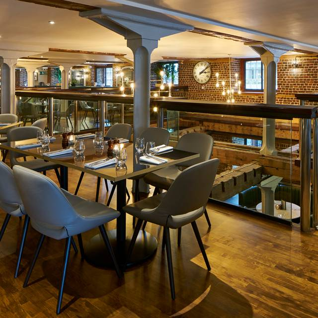 Browns Restaurant Canary Wharf London
