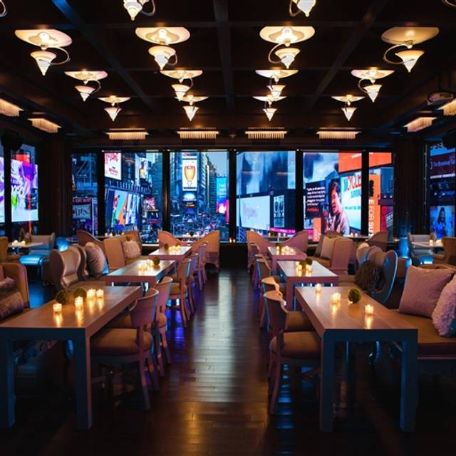 R Lounge At Two Times Square Restaurant New York Ny