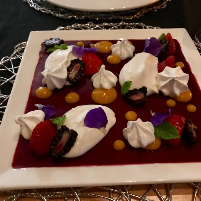 AZURIDGE - Opal Dining, Priddis, AB
