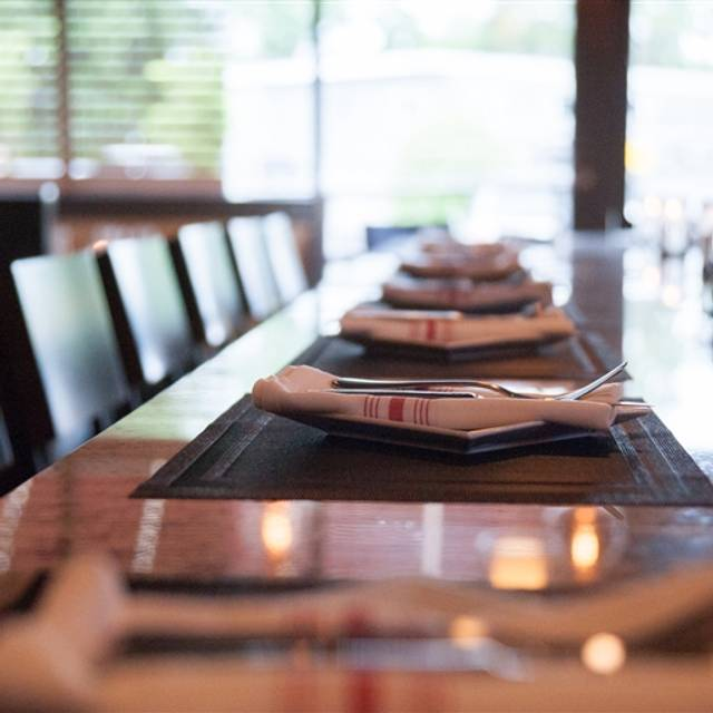 Commonwealth Kitchen and Craft Bar Restaurant - Enfield, CT ...