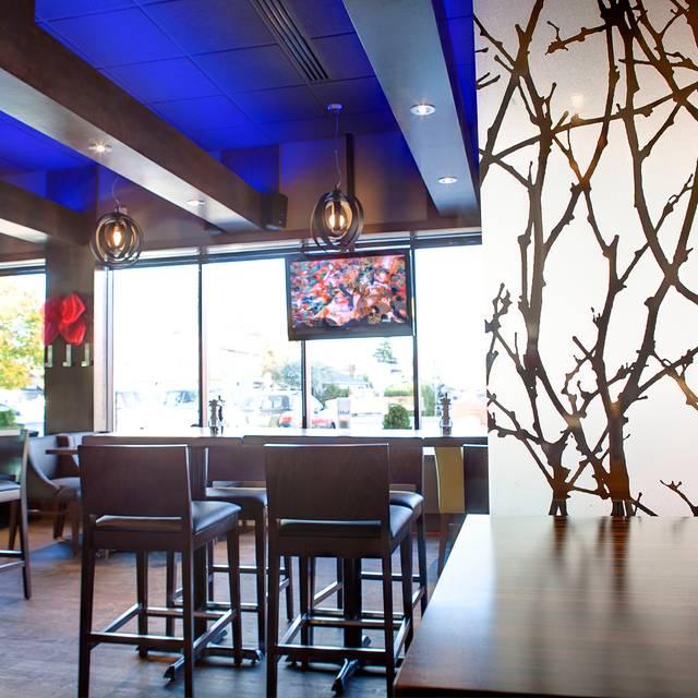 R tisserie st hubert ch teauguay restaurant for Menu st hubert salle a manger