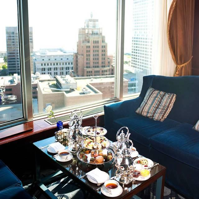 Blu Room Pfister Hotel Milwaukee