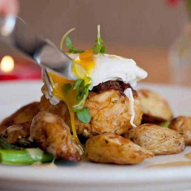 Ravenous Crab Benedict - Ravenous Cafe, Sacramento, CA