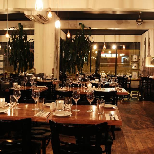 Bagatelle bistro apportez votre vin restaurant for Salle a manger montreal restaurant