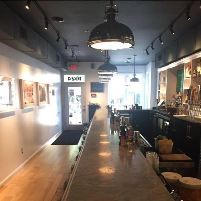 Hank's Alexandria - Hank's Oyster Bar - Alexandria, Alexandria, VA