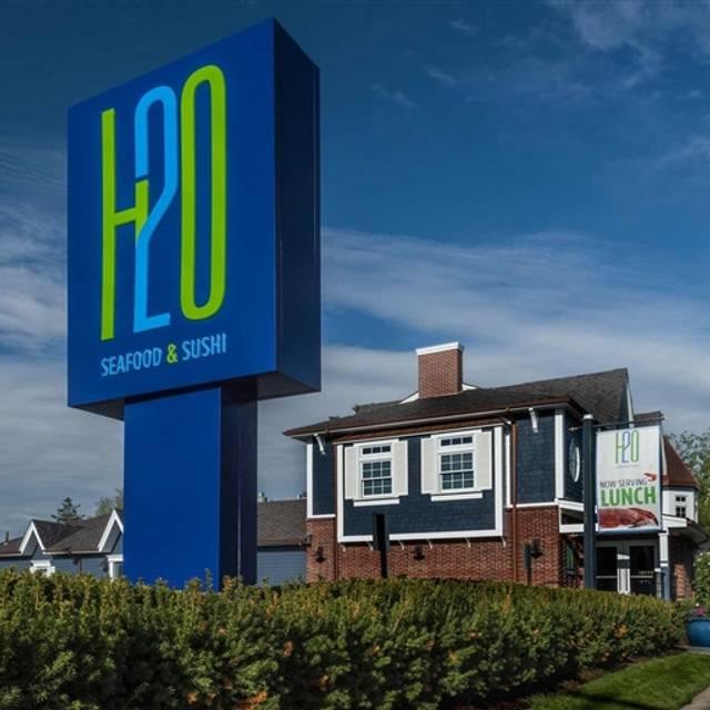H2O Seafood & Sushi - East Islip, East Islip, NY