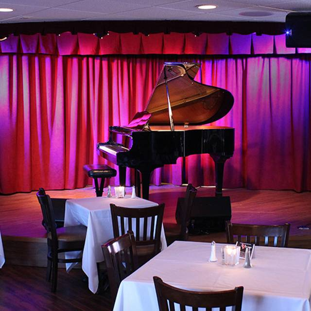 Crooners Lounge and Supper Club, Minneapolis, MN