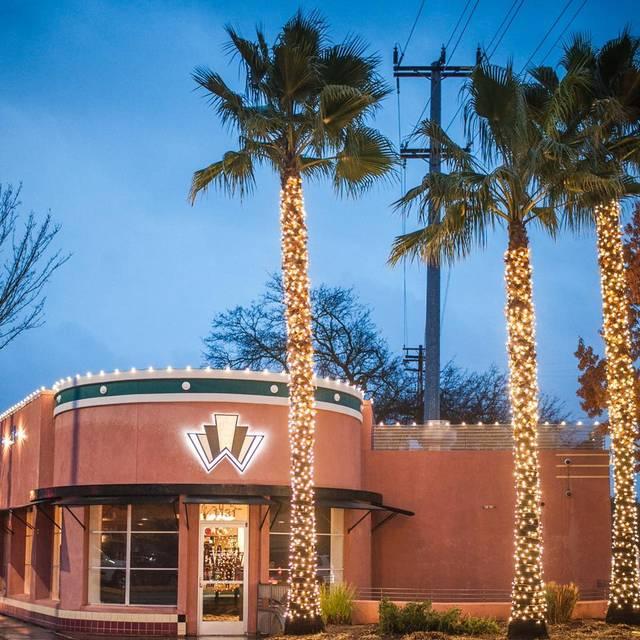 Woodlake Tavern Restaurant - Sacramento, CA