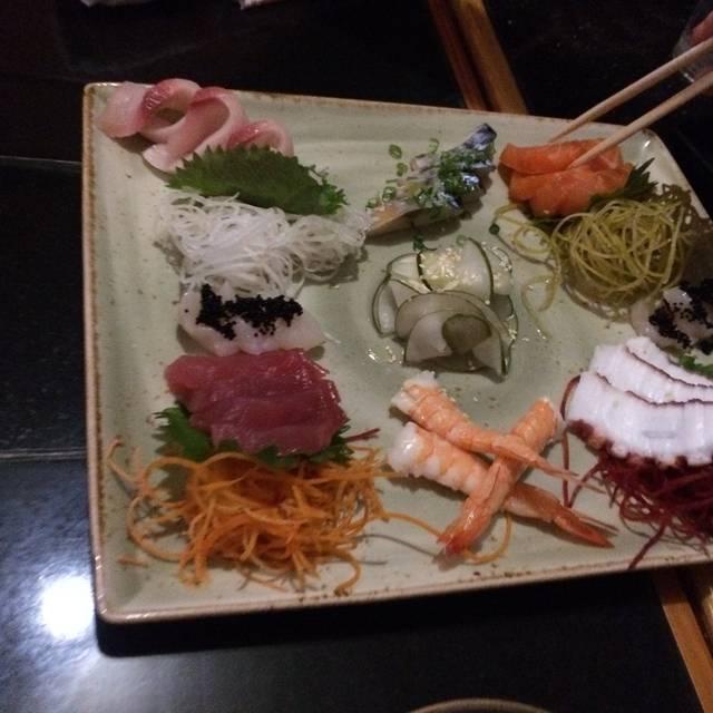 Three's Bar & Grill, Kihei, HI