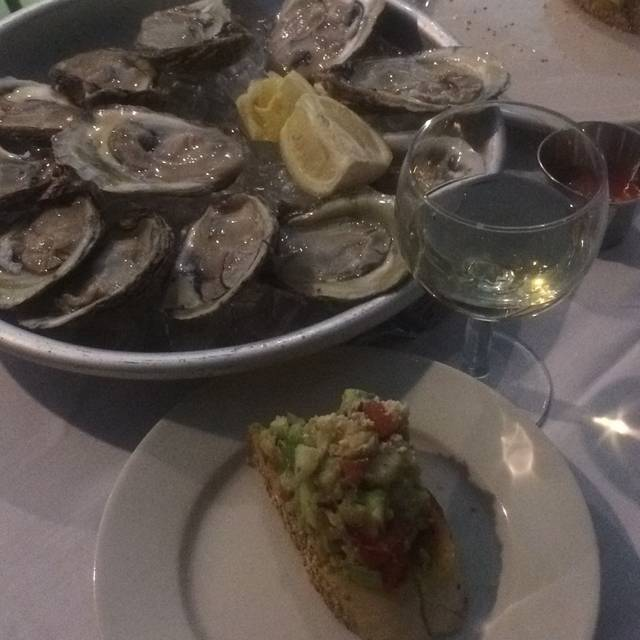 Anastasi seafood restaurant restaurante philadelphia pa for Fish restaurant philadelphia