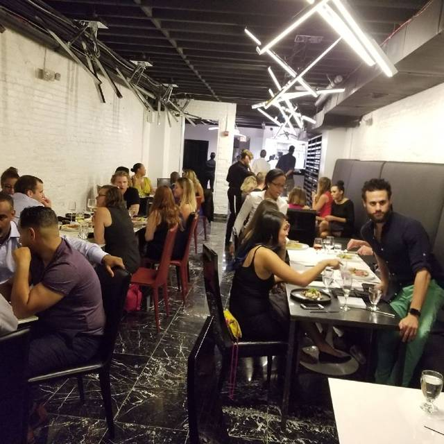 1230 restaurant champagne lounge washington dc opentable - Table restaurant washington dc ...
