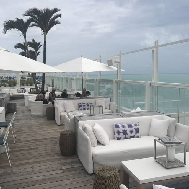 Watr at the 1 Rooftop, Miami, FL