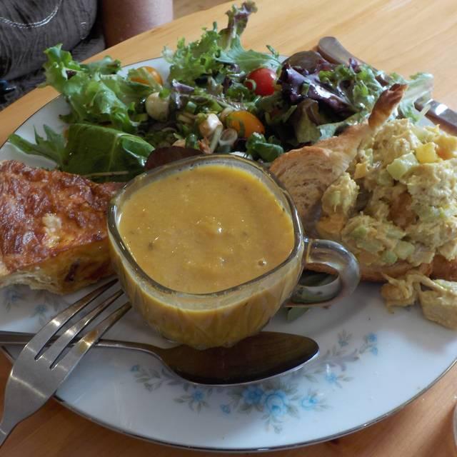 Queen's Cuisine, Edwardsville, IL