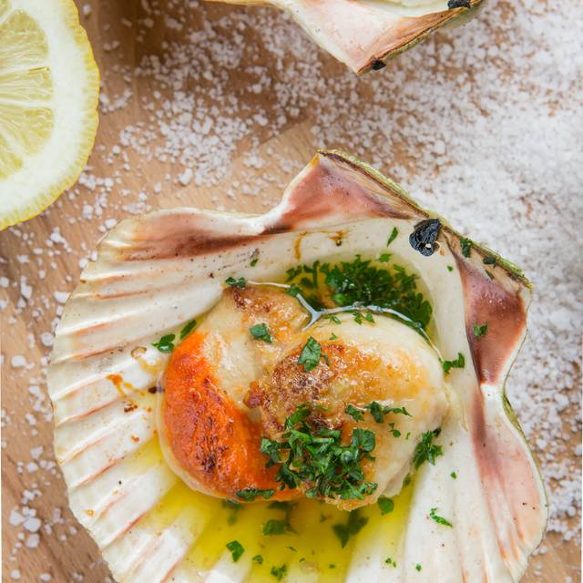 Neil Forbes Cafe St Honore Scallops Lemon Parsley Garlic Butter  Credit- Paul Johnston - Copper Mango - Café St Honoré, Edinburgh