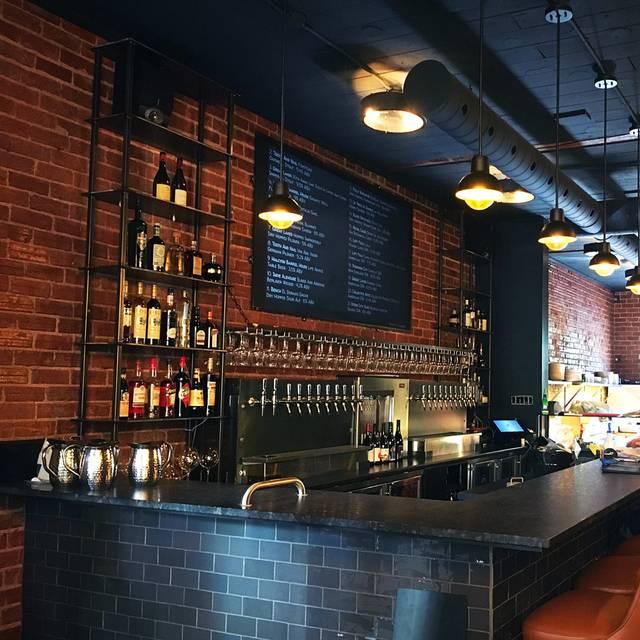 Bar/Kitchen - Bar Lupulus, Ottawa, ON