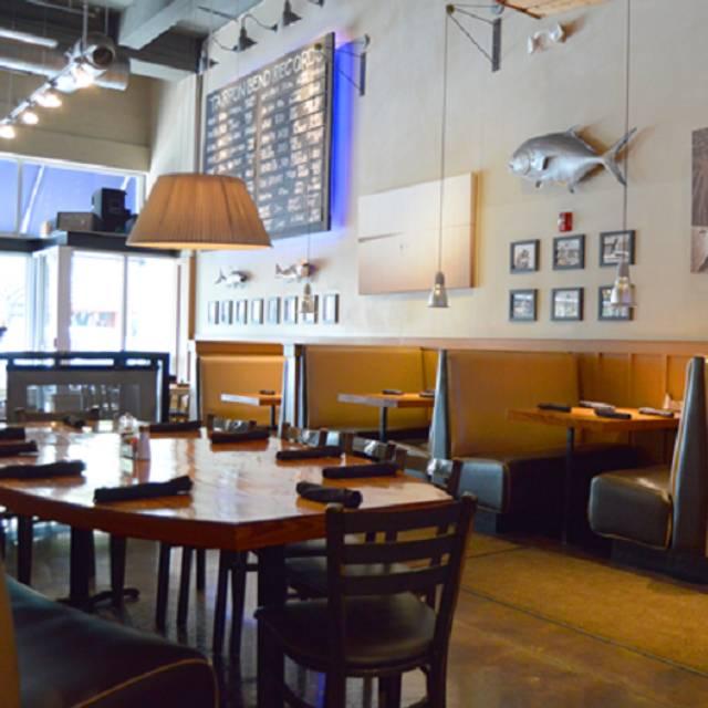Dining Area - Tarpon Bend Raw Bar & Grill, Coral Gables, FL