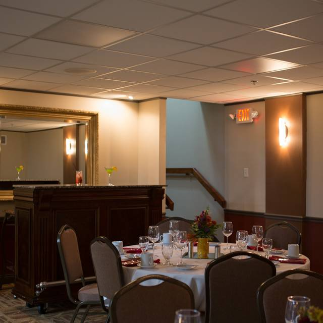 Loukinens 39 on 4th restaurante springfield il opentable for A new you salon springfield il