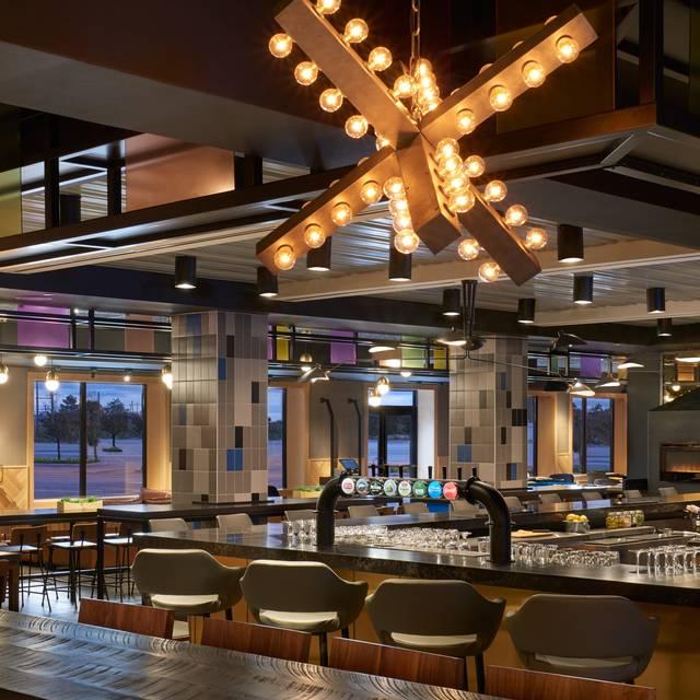 Lot Delta Hotels By Marriott Toronto Airport Restaurant - Table 41 restaurant