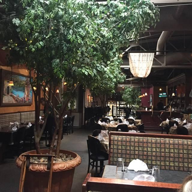 Oliverio 39 s ristorante restaurant morgantown wv opentable for Table 9 morgantown