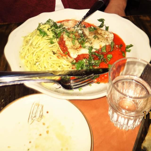 Scaddabush Italian Kitchen & Bar - Front St, Toronto, ON