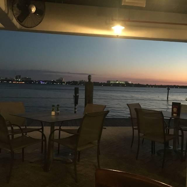 The Riverhouse Restaurant Grill Palmetto Fl
