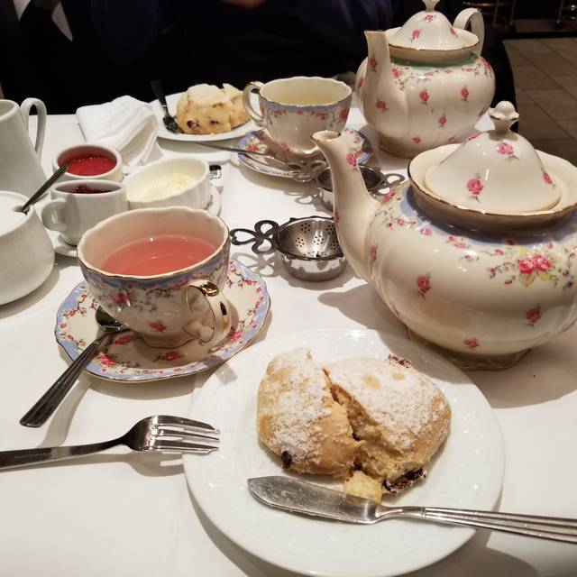 The Tea Room - Windsor Arms Hotel, Toronto, ON