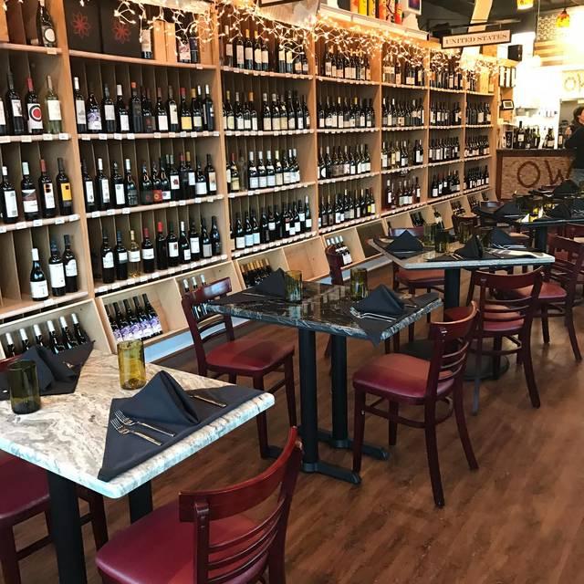 Interior - Oakton Wine Shop & Bistro, Oakton, VA