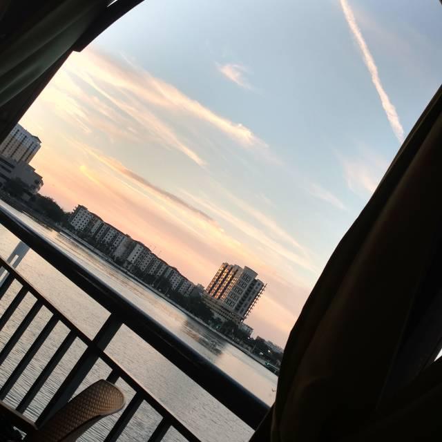 Jackson's Bistro Bar & Sushi, Tampa, FL