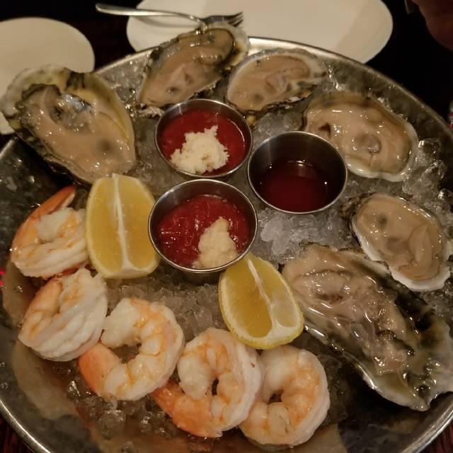 Cedars Steakhouse & Oyster Bar - Foxwoods Resort Casino, Mashantucket, CT