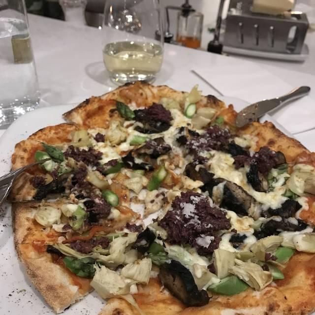 Pizzeria Gusto, Winnipeg, MB