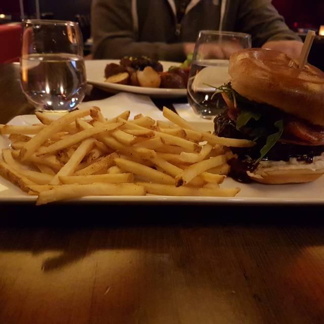 Houston Avenue Bar & Grill - Centropolis, Laval, QC