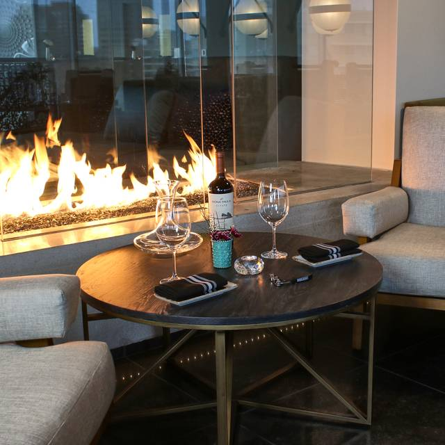Parker's fireside lounge area  - Parker at The Fontaine, Kansas City, MO