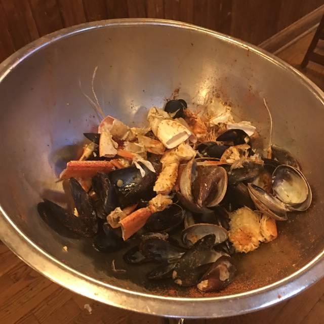 The Crab Pot Restaurant & Bar - Bellevue, Bellevue, WA