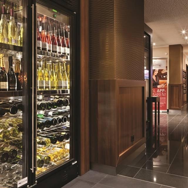 Weinschrank - Fleming's Hotel Frankfurt Main - Riverside, Frankfurt am Main, HE